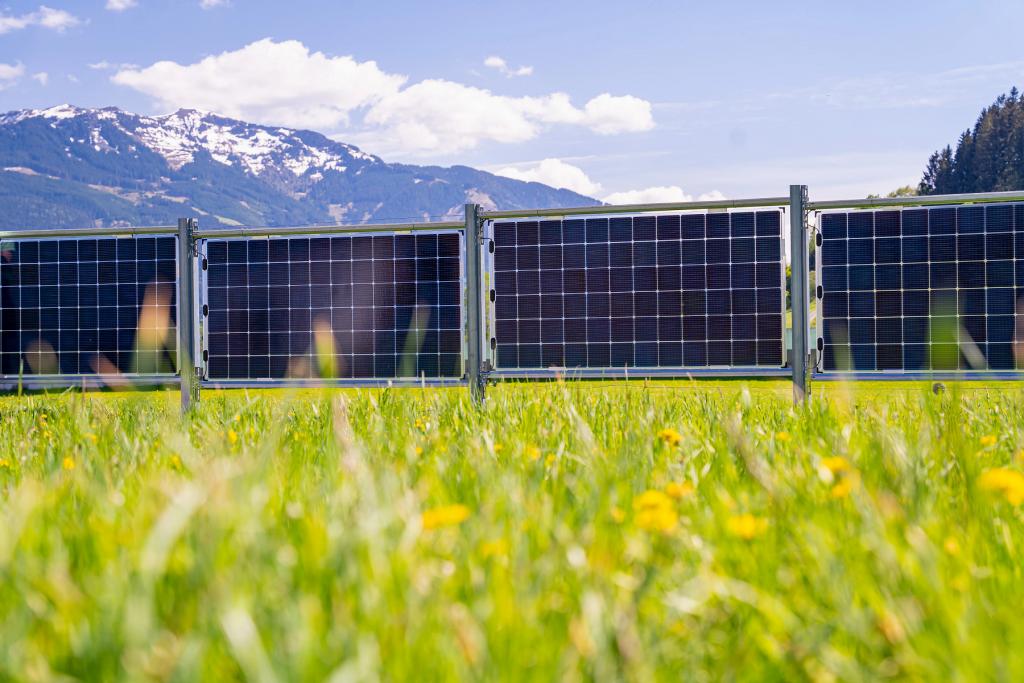 Photovoltaik_Zaun_Berge